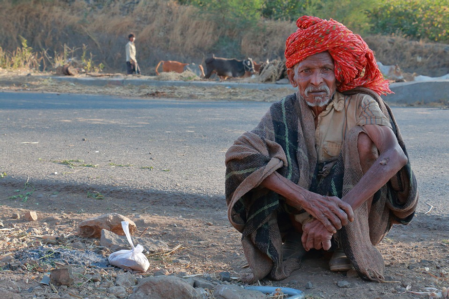 Road side old man. Symbolic Image caste system in Madhya pradesh. Image Source: Pixabay.com