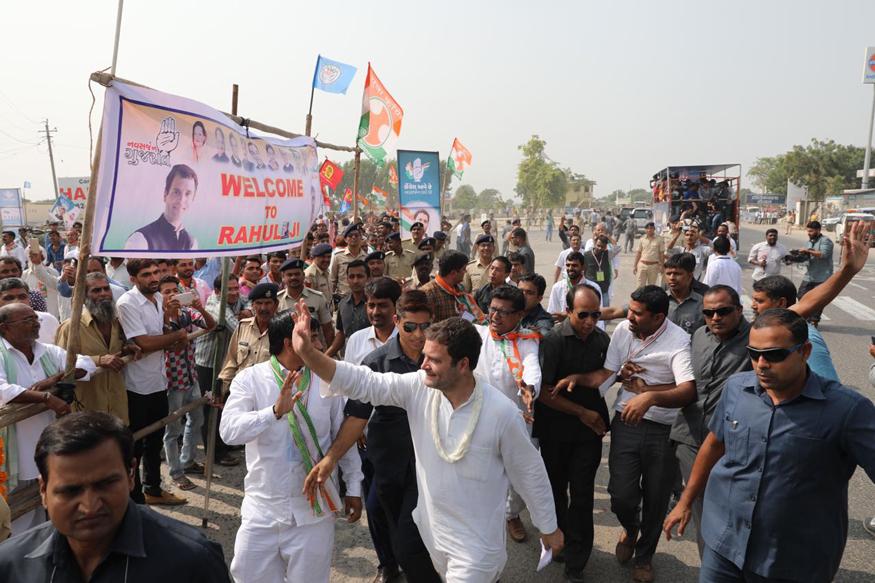 राहुल गांधी का फोकस ग्रामीण इलाकों पर है. कांग्रेस जमीन पर लोकप्रिय हुई है. (फोटो : inc.in).