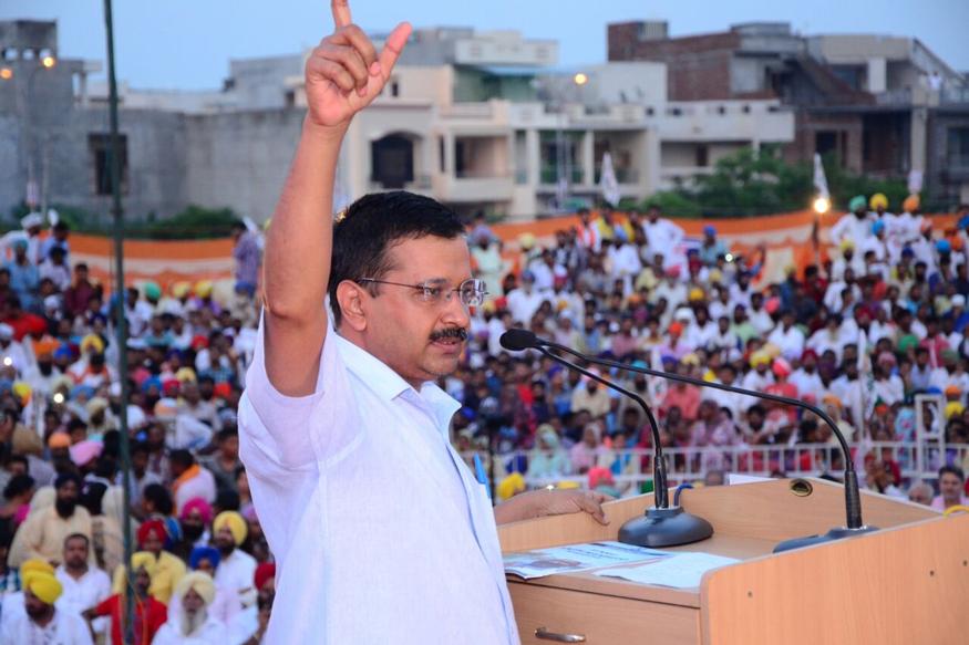 अन्ना हजारे के आंदोलन से निकली 'आप' देश के राजनीतिक पटल पर आंधी की तरह छाई और अब तूफान की तरह लौटती दिख रही है. (फोटो : aamaadmiparty.org)