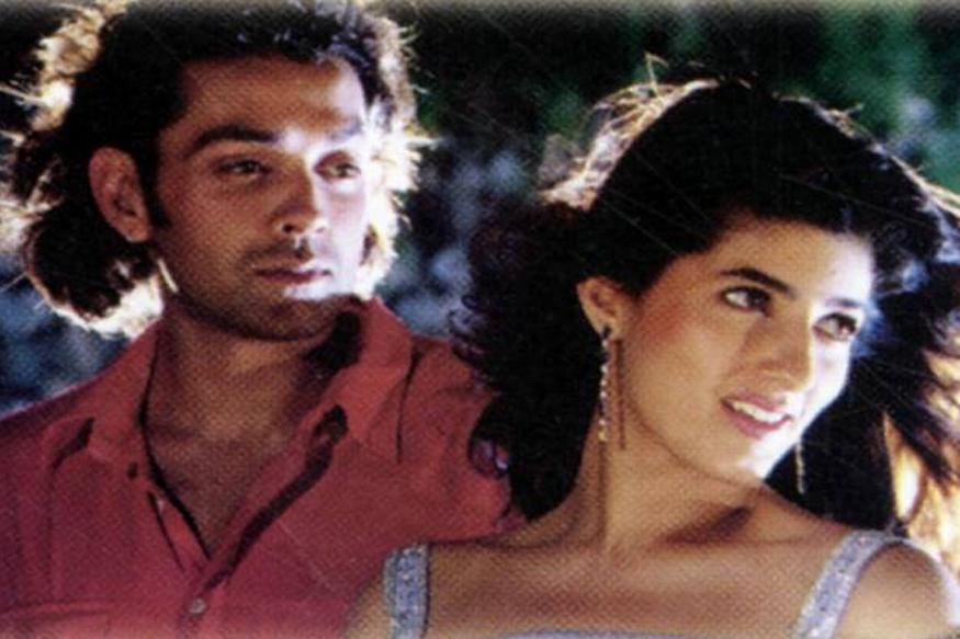 बॉबी देओल और टिवंकल खन्ना ने 1995 में 'बरसात' में एक साथ काम किया था. फिर ये कभी दिखाई नहीं दिए. (फोटो : फिल्म पोस्टर बरसात.).