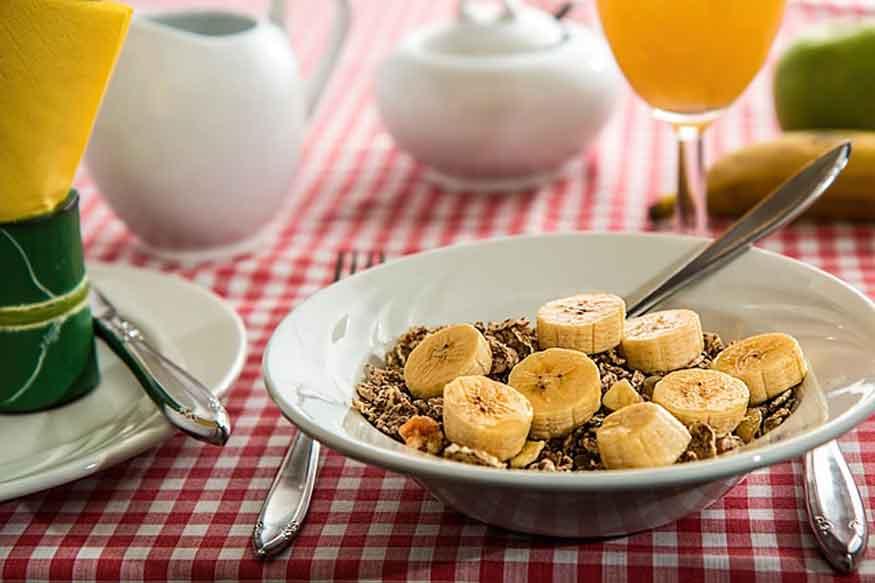 पौष्टिक और संतुलित आहार में बहुत सारी चीजें आती हैं. आप अपनी जरूरत के हिसाब से इसे डाइट में शामिल करें. (फोटो : pixabay.com).