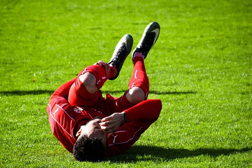 खिलाड़ी के लिए तकरीबन 8-9 घंटे सोना जरूरी है. नींद की कमी के कारण मांसपेशियों में थकावट आ सकती है. यह चोट का सबसे बड़ा कारण है. (फोटो: Pixabay.com).