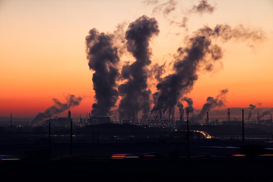 तेजी से बढ़ता औद्योगिक विकास प्रदूषण का बड़ा कारण है. सवाल यह है कि विकास की दिशा क्या होगी? (फोटो : Pixabay.com).