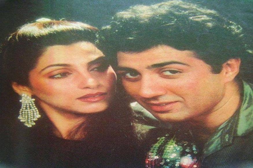 सिद्धांतवादी सनी देओल और डिंपल ने पहली बार 1984 में नासिर हुसैन की 'मंजिल मंजिल' में एक साथ काम किया. 1985 में राहुल रवेल द्वारा निर्देशित 'अर्जुन' के दौरान नजदीकिया बढ़ीं. (फोटो साभार फेसबुक)