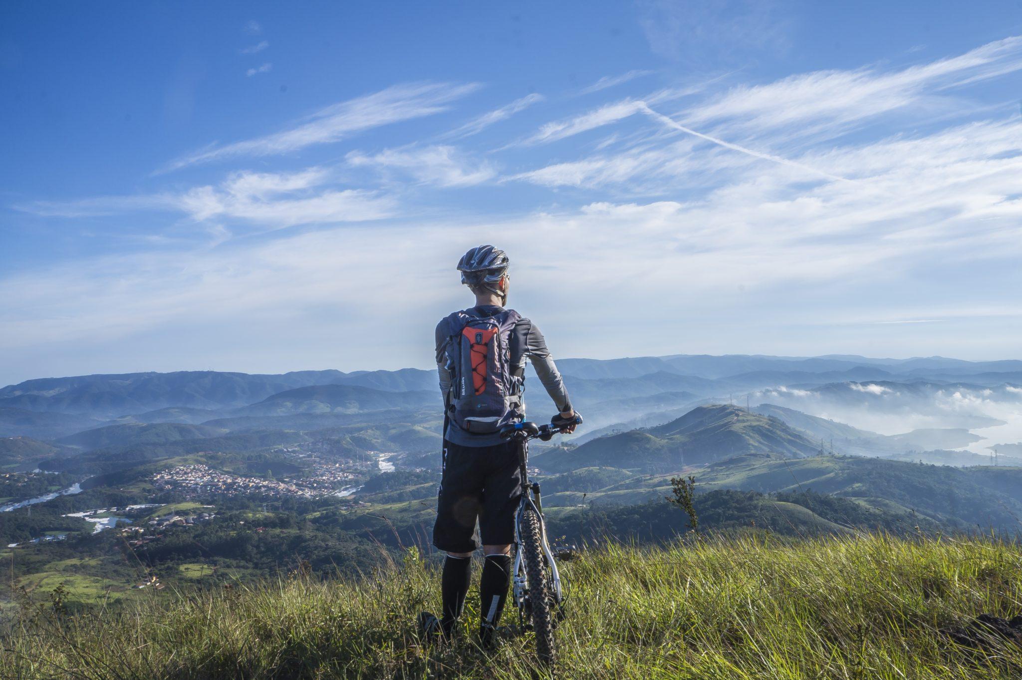 साइकिल चलाने से घुटनों की एक्सरसाइज हो जाती है और जोड़ खुलने लगते हैं जिससे दर्द से राहत मिलती है.