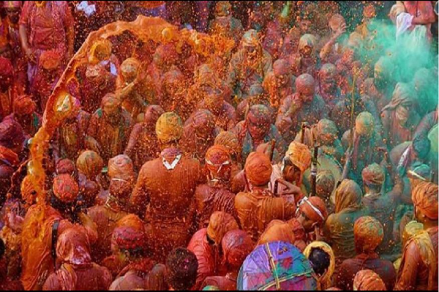पुराने काल में पानी को केसर, प्लास आदि फूलों से रंगीन और सुवासित बना कर रंग खेला जाता था पर आज हानिकारक रसायनिक रंगों का प्रचलन है. (फोटो साभार इंस्टाग्राम)