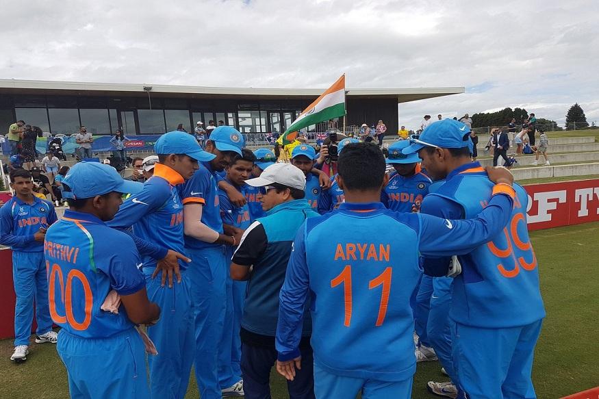 फाइनल मैच में हमारे गेंदबाजों ने कंगारुओं पर चौतरफा दबाव बनाए रखा. (फोटो साभार ट्वीटर )